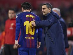 Messi y Valverde en un duelo en el Pizjuán.
