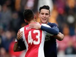 Naast Ricardo Kishna (l.) maakte ook Thom Haye (r.) zijn Eredivisiedebuut tijdens Ajax - AZ. (23-2-2014)