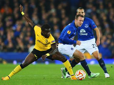 Mavuba en un encuentro ante el Everton en 2014. (Foto: Getty)