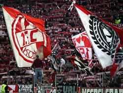 Fans des 1. FC Köln lieferten sich eine Auseinandersetzung mit Eintracht-Anhängern