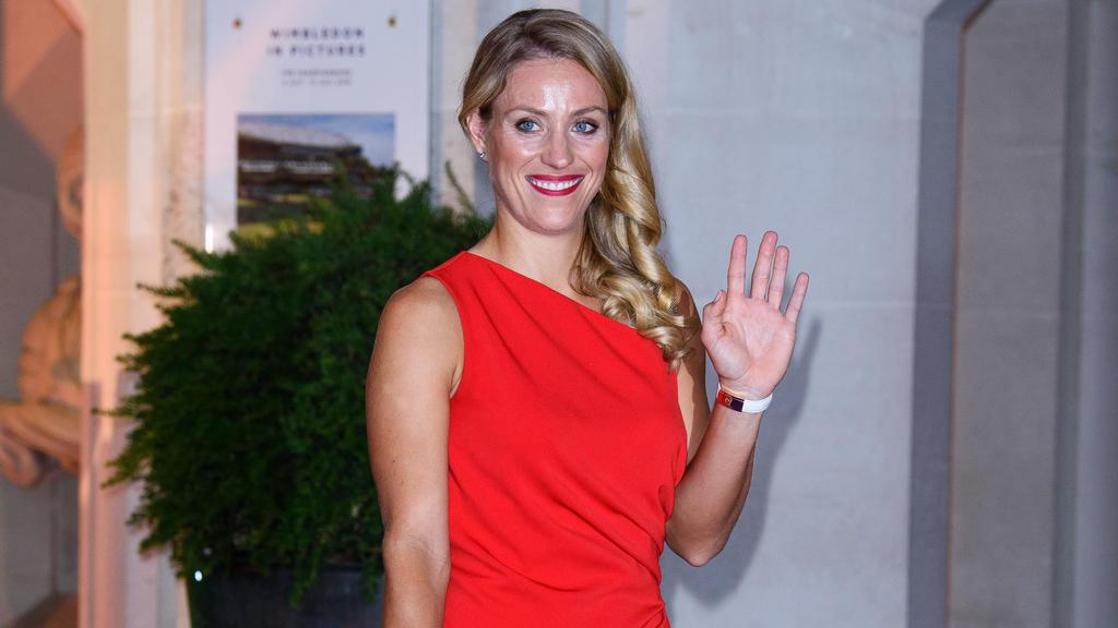 Angelique Kerber erschienim roten Ballkleid zur Siegerparty