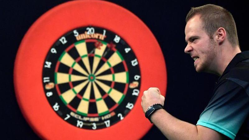 Max Hopp hat bei der Darts-WMdie dritte Runde erreicht