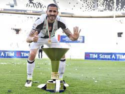 Bonucci quiere seguir levantando trofeos pero vestido de rojinegro. (Foto: Getty)