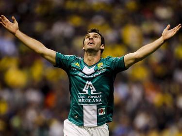 Mauro Boselli celebra un tanto con los brazos al aire. (Foto: Imago)