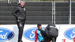 Friedhelm Funkel (l.) muss beim 1. FC Köln vorerst auf Ismail Jakobs verzichten
