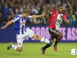 Joey van den Berg (l.) zet een sliding in op Ruben Schaken (r.) in tijdens Feyenoord - sc Heerenveen. (15-08-2014)