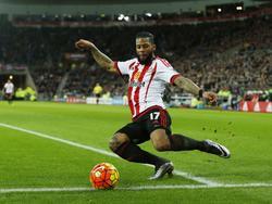 Jeremain Lens probeert een voorzet te geven tijdens het competitieduel Sunderland - AFC Bournemouth (23-01-2016).