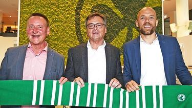 Fred Höfler (m.) wird Präsident von Greuther Fürth (Bildquelle: https://twitter.com/kleeblattfuerth)