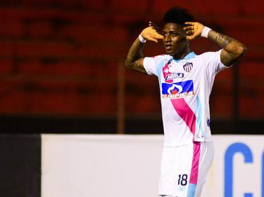 Yony González celebra un gol contra Recife en la ida. (Foto: Imago)