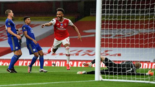 Pierre-Emerick Aubameyang (r.) bejubelt das 1:0 für Arsenal