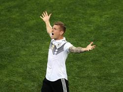 Toni Kroos celebrando su gol en el minuto 95 contra Suecia. (Foto: Getty)
