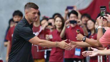 Lukas Podolski muss in den kommenden Spielen zuschauen