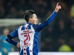 Yuki Kobayashi scoort tegen Go Ahead Eagles zijn eerste doelpunt in Nederland. Hij zorgt voor de 1-3 in Deventer. (03-12-2016)