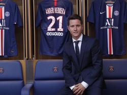 Ander Herrera posa en el vestuario del PSG.