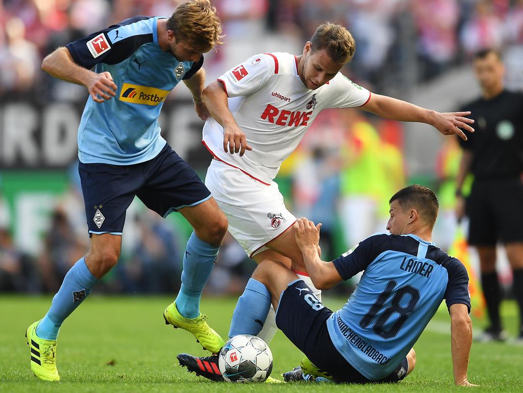 Louis Schaub (in weiß im Duell mit ÖFB-Kollege Stefan Lainer) wird wohl bald in Hamburg kicken