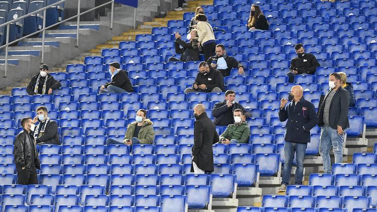In Italien müssen die Fans fortan wieder draußen bleiben
