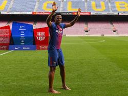 Yerry Mina se descalzó durante su presentación en el Camp Nou. (Foto: Getty)