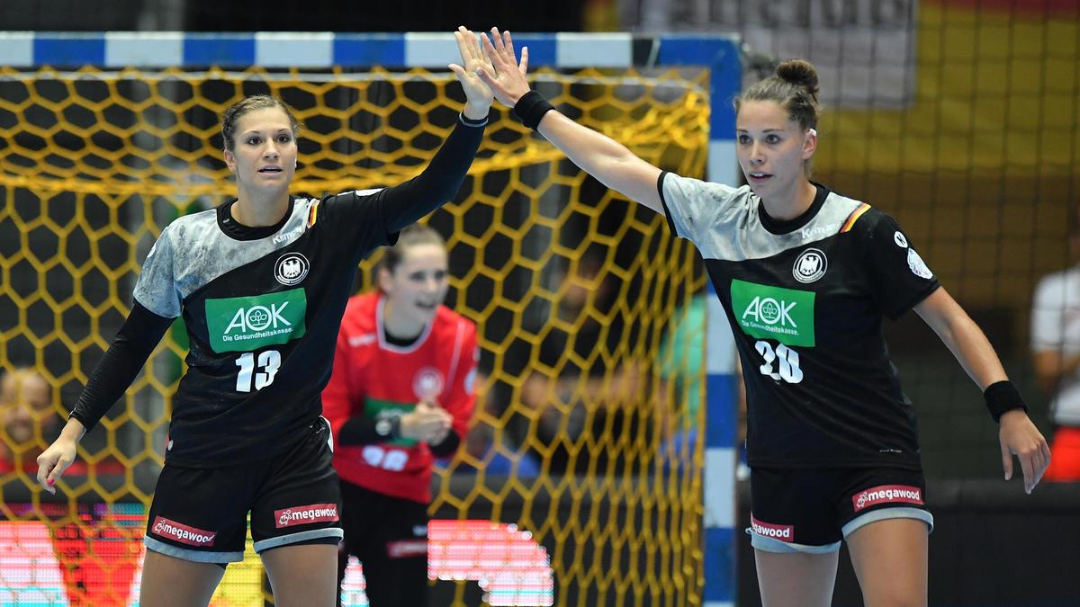 Julia Behnke (l.) and Emily Bölk konnten die Niederlage gegen Frankreich nicht verhindern