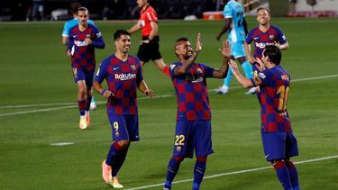 Spieler des FC Barcelona jubeln nach dem Treffer zum 2:0