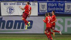 Sieg beim FC Schalke 04: Die Spieler des 1. FC Köln jubeln