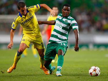 William Carvalho se anticipa a un cuero ante el Chelsea. (Foto: Getty)