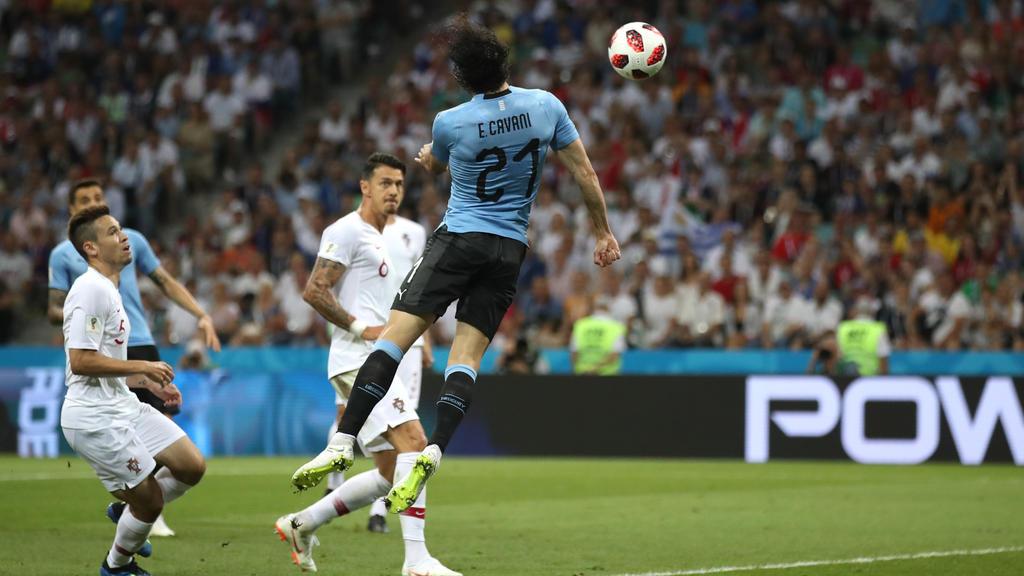 Cavani köpft Uruguay zur frühen Führung