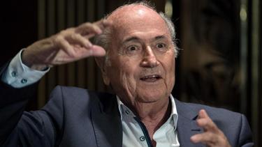 Joseph S. Blatter hat erstmals deutlich eingestanden, vor fünf Jahren auf massiven Druck der USA hin abgetreten zu sein
