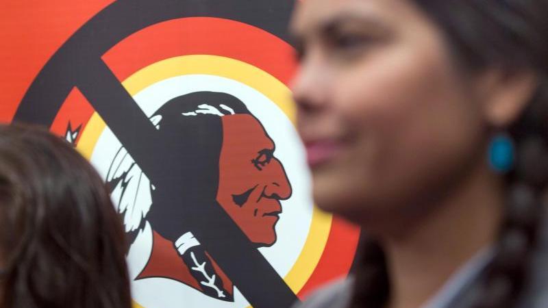 Die Washington Redskins denken über einen neuen Namen nach