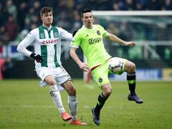 Nick Viergever krijgt door de blessure van Jaïro Riedewald de kans als basisspeler. Tegen FC Groningen moet hij Alexander Sørloth in het gareel houden. (14-02-2016)