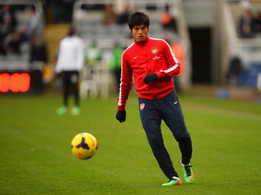Ryo Miyaichi is bezig met een warming-up tijdens Newcastle United - Arsenal. (29-12-2013)