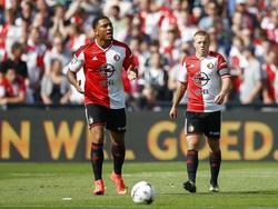 Colin Kâzim-Richards (l.) en Jordy Clasie (r.) balen tijdens Feyenoord - Ajax. (21-09-2014)