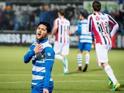 Anass Achahbar mist een aardige kans tijdens het duel met Willem II en baalt daar opzichtig van. (10-12-2016)