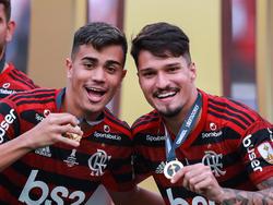 Reinier (izq.) celebra la Libertadores con Matheus Soares.