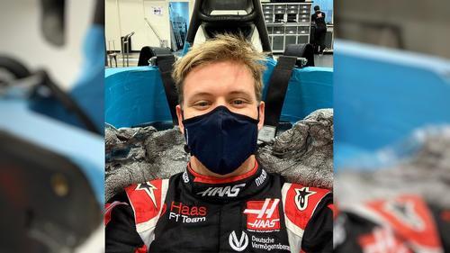 Mick Schumacher im Cockpit des neuen Haas-Fahrzeugs für die Saison 2021