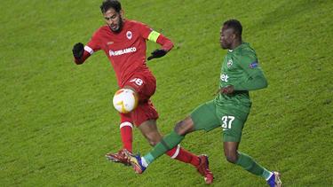 Bernard Tekpetey (r.) könnte vorzeitig zum FC Schalke 04 zurückkehren