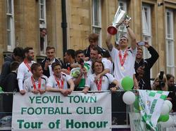 Feierzug durch Yeovil Town