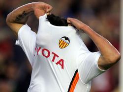 Vicente quitándose la camiseta tras marcar un gol ante el Espanyol en 2007. (Foto: Getty)
