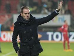 Sjors Ultee als assistent-trainer van FC Utrecht tijdens de competitiewedstrijd tegen FC Twente. (31-01-2016)