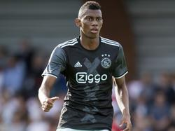 Mateo Cassierra voor het eerst in het Ajax-shirt tijdens een wedstrijd. De Colombiaan speelt mee in de oefenwedstrijd tegen AFC. (12-07-2016)