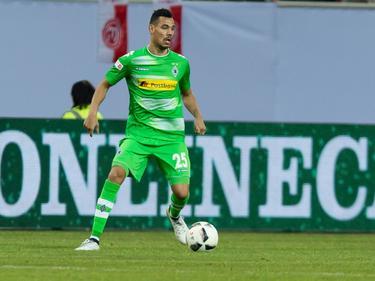 Kolodziejczak controla el cuero con la camiseta del Mönchengladbach. (Foto: Imago)