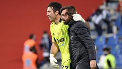 Gianluigi Buffon (l.) will weiter im Tor stehen