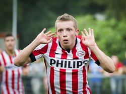 Olivier Rommens kan niet geloven dat hij zojuist heeft gescoord tijdens zijn debuut voor Jong PSV. De Belg maakt zijn eerste doelpunt in het betaalde voetbal tegen Achilles '29. (09-08-2014)