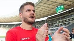 Nach seinen vier Pokaltreffern bedankte sich Simon Terodde bei den Kölner Fans