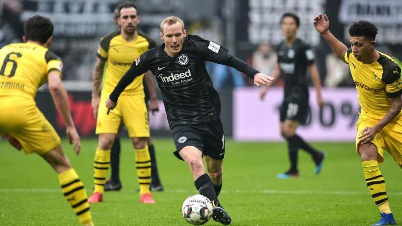 Frankfurts Sebastian Rode (M.) lieferte gegen den BVB eine starke Leistung ab