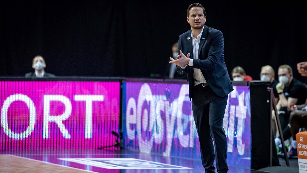 Rolf Scholz bleibt Trainer der 46ers