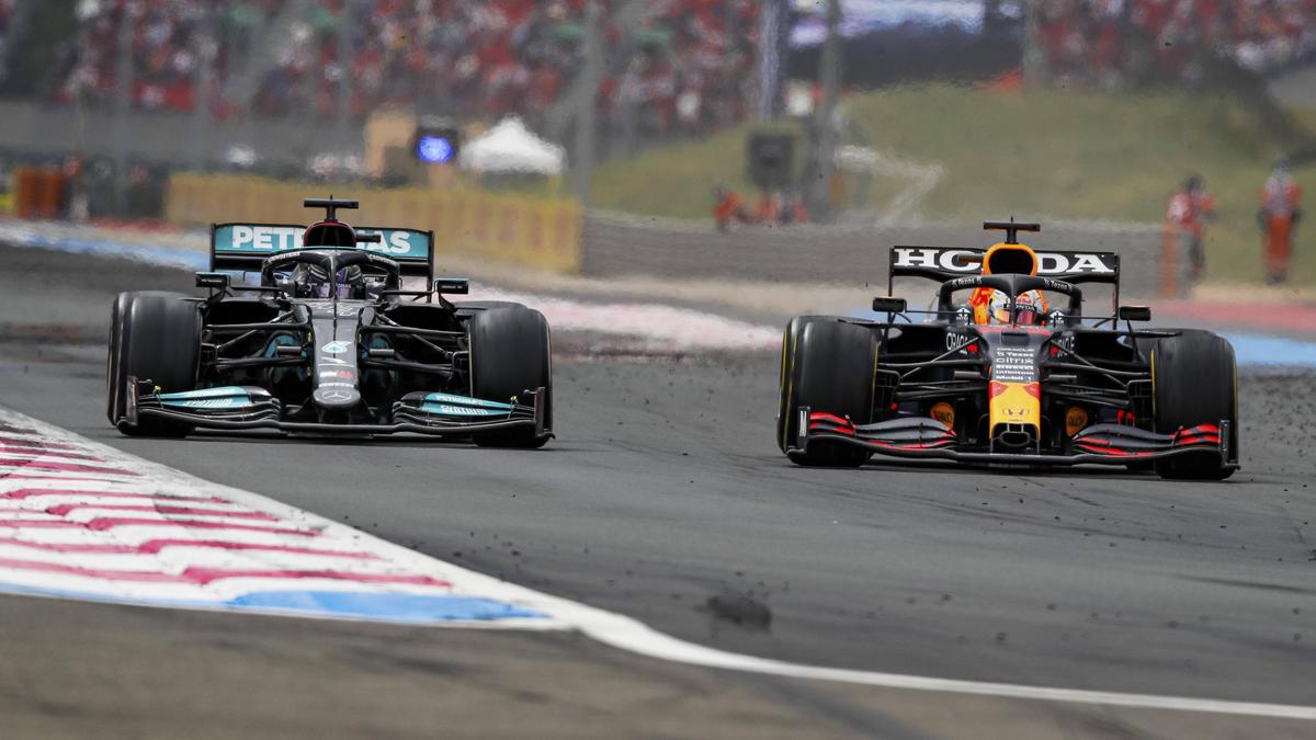Der entscheidende Moment: Max Verstappen überholt Lewis Hamilton