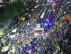 Los aficionados de Boca despiden a sus jugadores en las calles. (Foto: Getty)