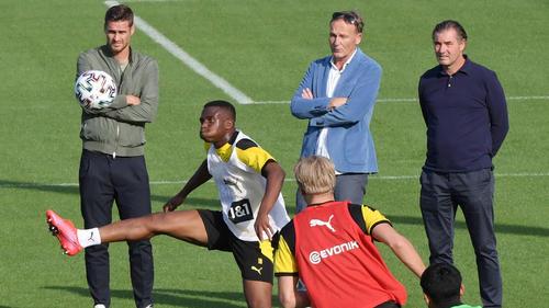 Youssoufa Moukoko erzielte drei Tore für den BVB beim FC Schalke 04