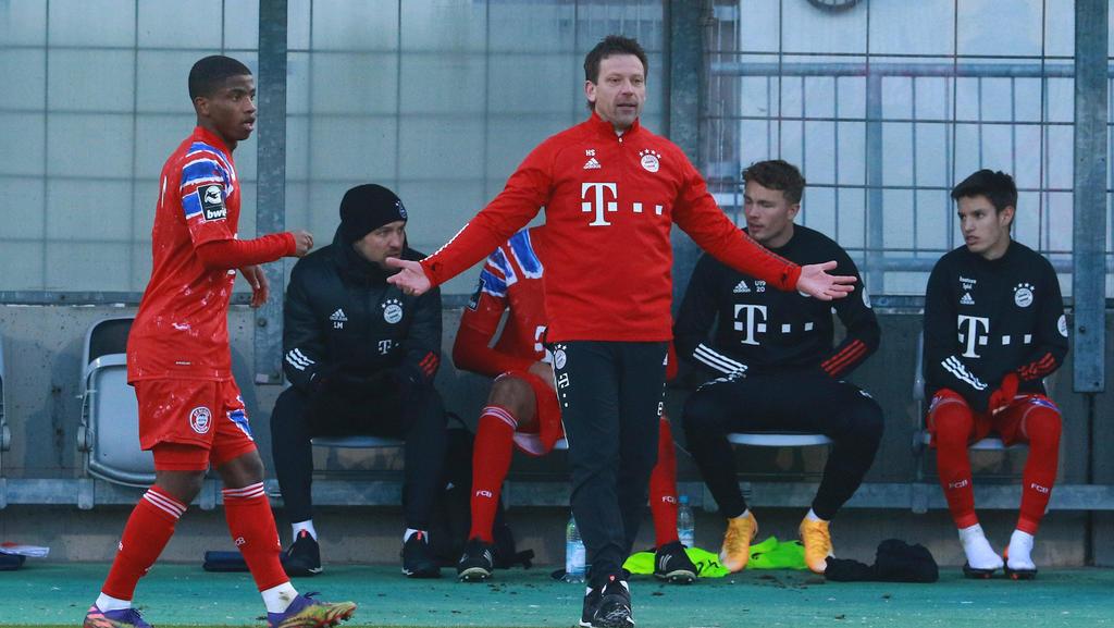 Holger Seitz (M.) kann mit dem FC Bayern II nicht an die Erfolge der Vorsaison anknüpfen