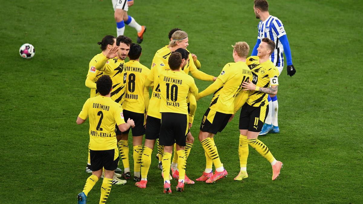 Der BVB bejubelt den Sieg über Hertha BSC
